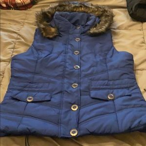 New York and Co. sleeveless quilted vest with hood